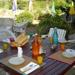"""Petit dejeuners à""""la villa elle"""" sur terrasse"""