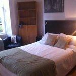 nice decor very light and bright room