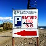 Free parking alongside the beach