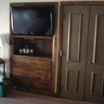 TV & Closet