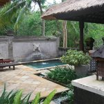 Plunge pool and outdoor area of villa 711