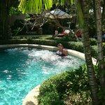джакузи в бассейне