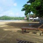 Vue su la plage avec transat