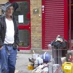 venditore al mercato pulci di Brick Lane