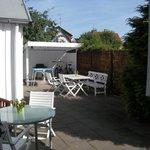 giardino con tavolino privato e bbq