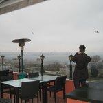 Blick von der Dachterrasse auf den Bosporus