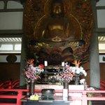 le buddha à l'intérieur du temple