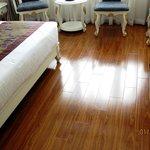 New hardwood floor, nice - yellowshirts