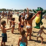 Mascotte Holy in spiaggia