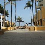 Área de bar e piscinas