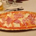 pizza al prosciutto 8,50€