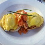 eggs benidicts w smoked salmon