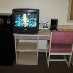 appliances, tv, desk