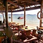Friendship Beach Waterfront Resort Foto