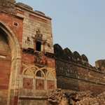 Sher Shah Gate - condition of the remaining wall
