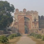 Sher Shah Gate - walking toward the gate