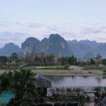 Montagnes karstiques et rivière Nam Song