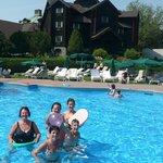 À la piscine extérieure par une belle journée du mois d'août 2012