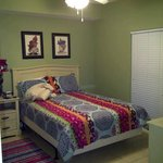 Queen bed in 1BR
