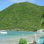 Playa del hotel en la bahia anse marcel