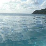 pool läcker ut mot hav