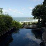 Mais uma vista da piscina e Praia do Rosa
