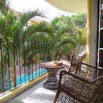 balcon y piscina