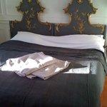 notre chambre et son lit!