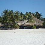 entrada desde la playa al restaurante hotel punta blanca