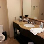 fairly large Hampton bathroom