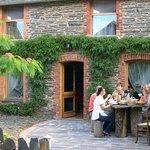 petit dejeuner bio sur la terrasse des chambres d'hôtel du pays de Redon, Bretagne