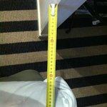 """Passage entre le pied du lit et le """"placard"""" 20 cm!!!!"""