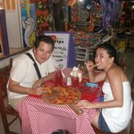 Sué y Gerardo disfruntando de Isla Mujeres y terminando la noche con un pizza en Tropical Pomodo