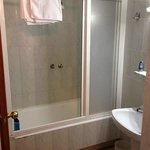 Powerful (ish) shower and basin - clean