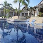 Upper pool/piscine du haut