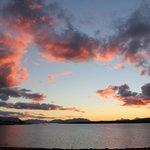 Vista de Puerto Natales y Seno Ultima Esperanza al atardecer desde Hotel Weskar
