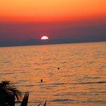 Sonneuntergang am Strand vom Hotel