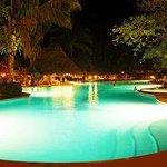 Las luces de la piscina cambian constantemente muy bueno!!