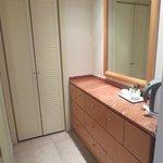 Woredrobe/Closet area