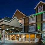 Beautiful Night Shot of Country Inn and Suites Jacksonville, FL!