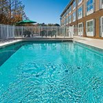 Sparkling Pool!!