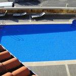 Vista de la piscina desde el apartamento