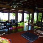 Wohnzimmer UG mit Sicht auf Veranda