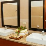 Bathroom to Deluxe Room