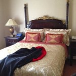 Lucerne bedroom, queen bed
