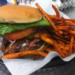 Johana bacon-cheeseburger with sweet potato fries