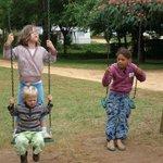 nos petits enfants avec une copine du camping