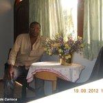 Sala de estar, onde pude pôr minha correspondência eletrônica em dia