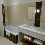 salle de bain chambres (prestige/twin/triple/quadruple)