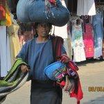 Vendedora de artesanías en Panajachel